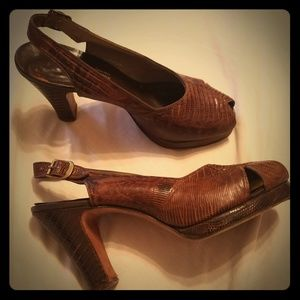 Vintage 1940s lizard pumps